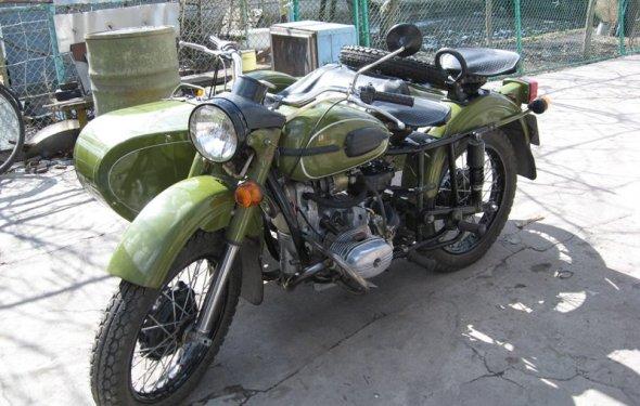 На фото - мотоцикл Урал в